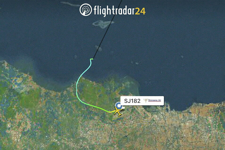 Dieses Radarbild zeigt die Flugbahn des indonesischen Sriwijaya Air Flug 182, bevor er vom Radar verschwand.