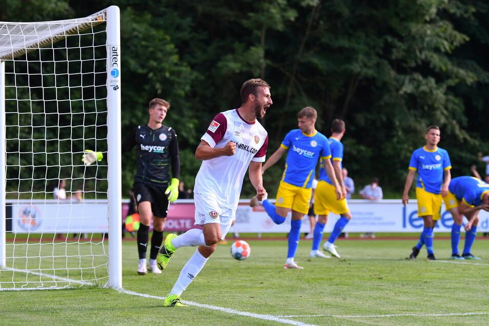Pascal Sohm erzielt im Testspiel gegen Braunschweig das Tor zum 1:0-Endstand.