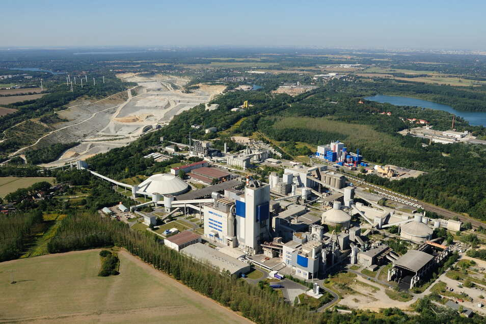 Das ist eines der größten Zementwerke in Deutschland: in Rüdersdorf bei Berlin. Dort will Sunfire helfen, einen Teil des Abgases Kohlendioxid zu verwerten.