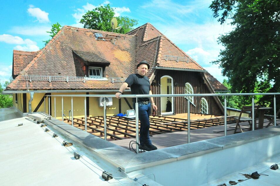 Thomas Krause von der Schützenhaus Eventgroup stellt das Bauvorhaben Dachterrasse Mückenschänke vor.