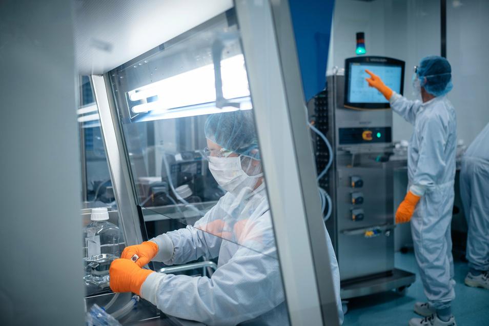 Die Pharmafirmen Biontech - im Foto ein Labor des Unternehmens - und Pfizer haben am Montag bekanntgegeben, dass ihr Impfstoff einen mehr als 90-prozentigen Schutz vor Covid-19 biete.