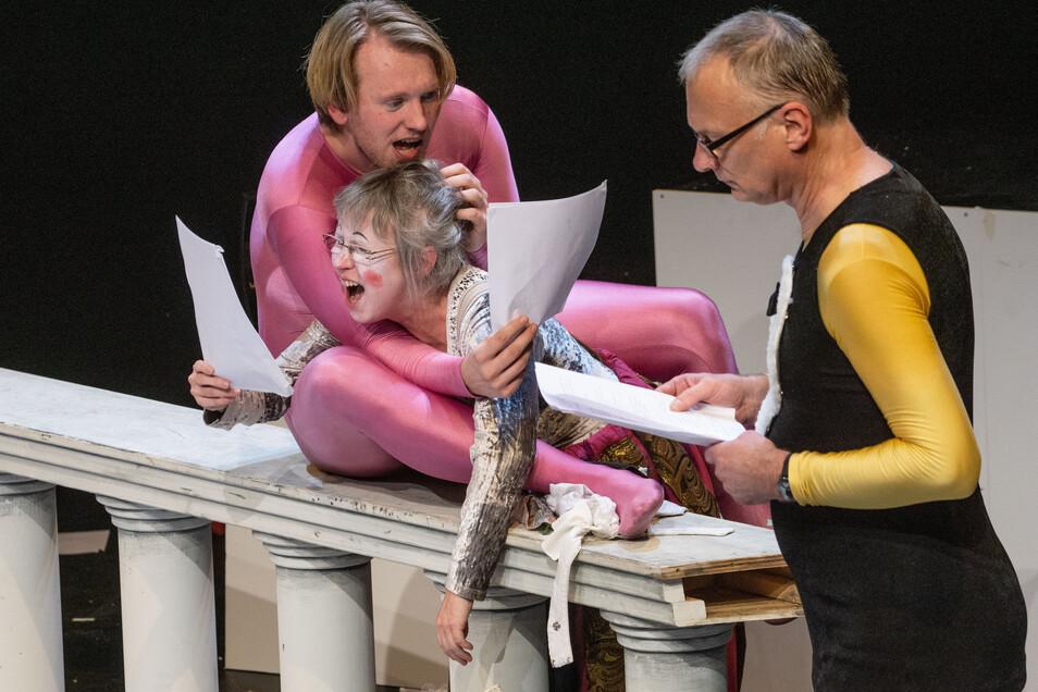 Zur Premiere im Bautzener Burgtheater durften drei Schauspieler – Lutz Hillmann, Stephan Siegfried und Gabriele Rothmann – zeigen, was sie in Sachen Impro-Theater alles drauf haben. Es war viel.