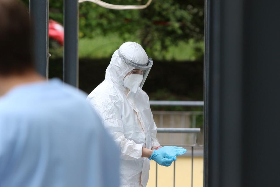 Im Hochhaus an der Hildebrandstraße hatte die Delta-Variante den ersten größeren Ausbruch in Dresden verursacht. Inzwischen sind fast 70 Fälle mit der Mutante bekannt.