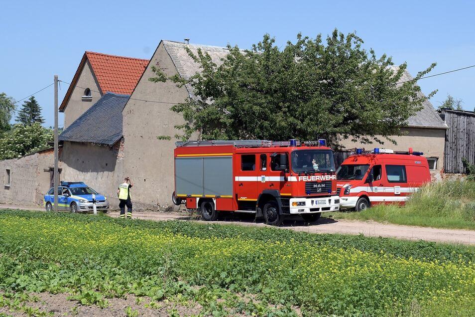 Mehrere Feuerwehren, der Rettungsdienst sowie die Polizei waren bei einem gemeldeten Scheunenbrand in Heyda bei Waldheim.