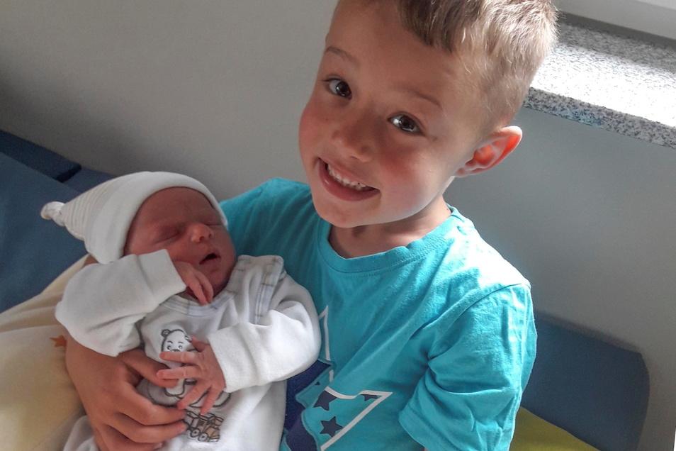 Nina mit Bruder Niklas, geboren am 8. Juni, Geburtsort: Dresden, Gewicht: 3.390 Gramm, Größe: 47 Zentimeter, Eltern: Nadja und Tobias Klopsch, Wohnort: Königsbrück