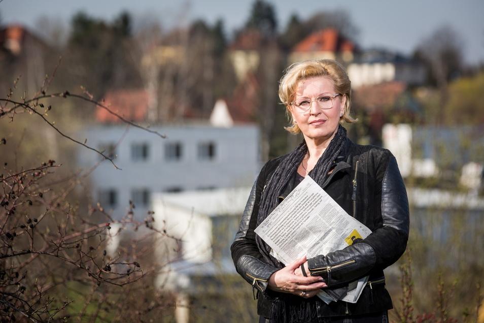 Nur wenige Meter von dem Gebäude mit weißer Fassade wohnen viele Familien mit Kindern entlang der Tornaer Straße. Auch Ingeborg Schöpf gehört dazu. Nun soll das ehemalige Bürogebäude ein Bordell werden.