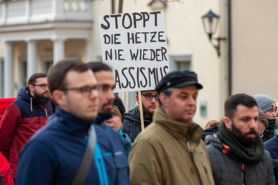 """""""Stoppt die Hetze, nie wieder Rassismus"""" - Gedenken mit Mahnung in Pirna."""