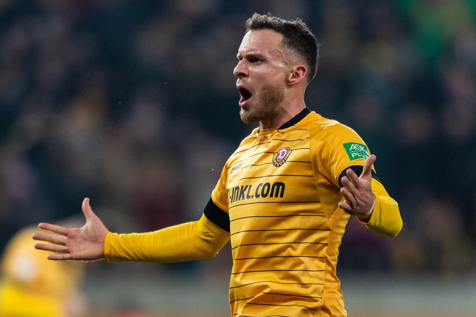 Hier jubelt Patrick Schmidt nach seinem Tor zum 3:3 - dorch Dynamos Stürmer wird zurückgepfiffen.