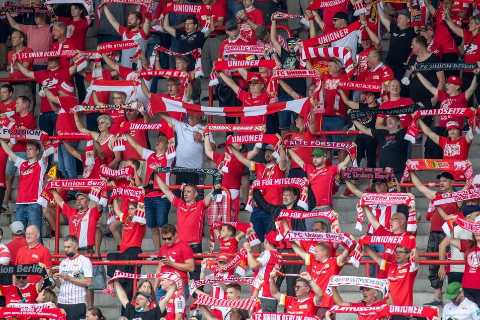 Die Ränge im Stadion an der Alten Försterei waren nicht voll besetzt, aber gut gefüllt. 3.278 schauten sich das Testspiel an.