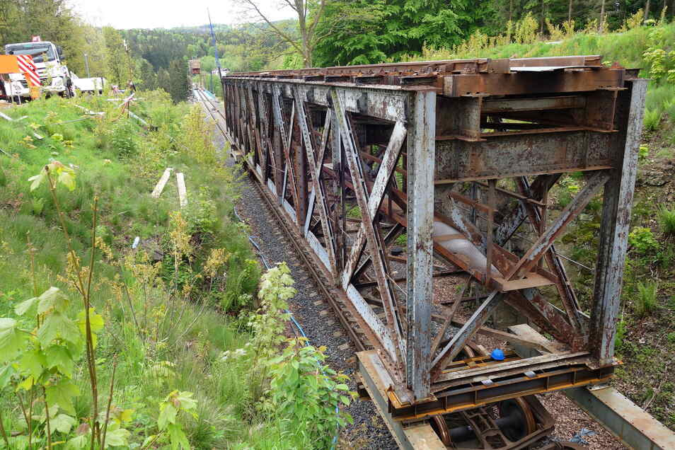 Der Rost von Jahrzehnten. Die alten, noch genieteten Stahlkonstruktionen von 1904 haben ausgedient.
