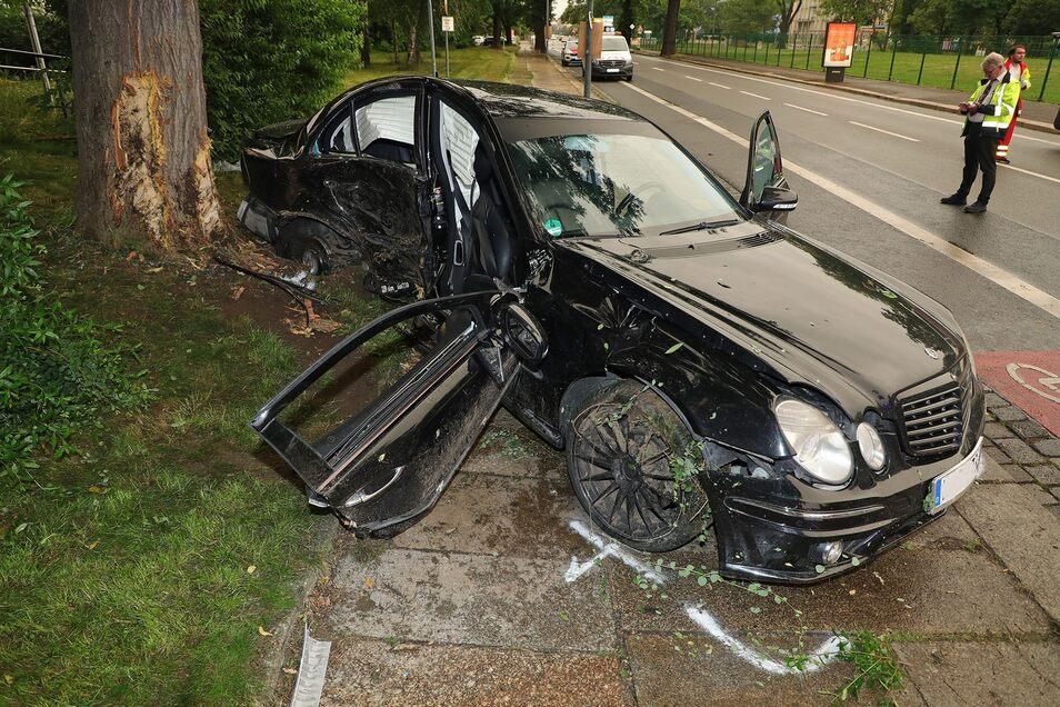 Auf gerader Strecke verliert der Fahrer des 314 PS starken Wagens die Kontrolle über sein Fahrzeug