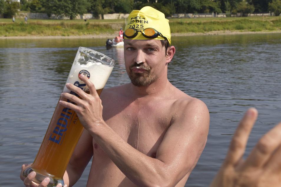 Andreas Suck war der erste im Ziel und genehmigte sich einen Schluck.