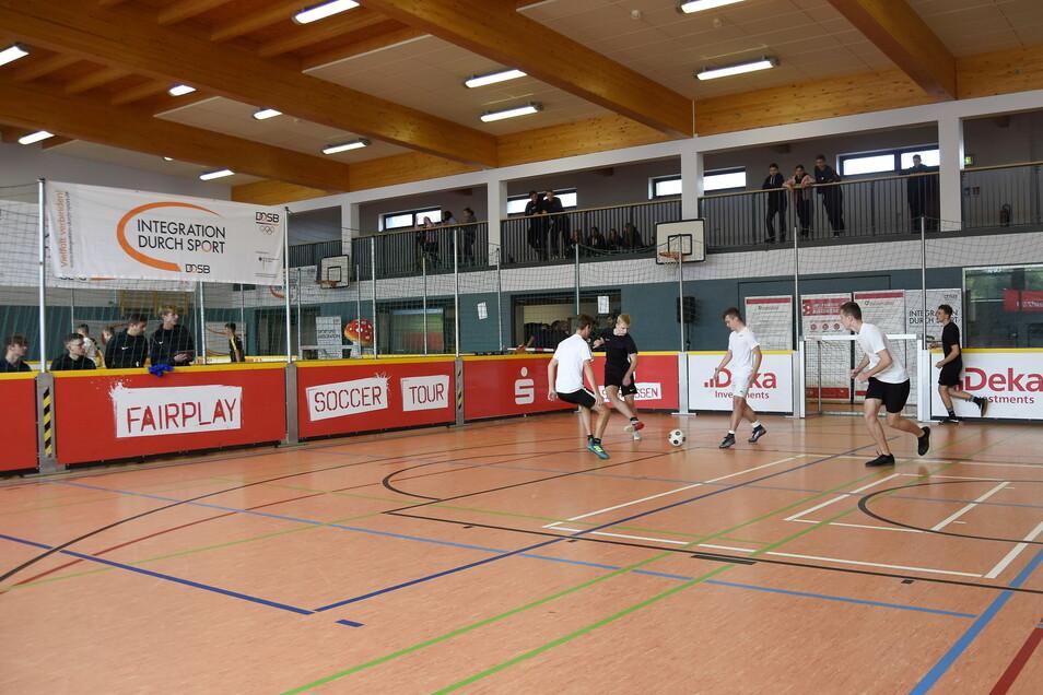 Bei der Sparkassen Fairplay Soccer Tour am Bischofswerdaer Goethe-Gymnasium ging es nicht nur um Tore.