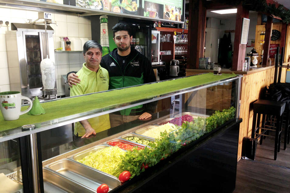 Vater-Sohn-Team: Sharif und Rostam Geso im Mazare-Sharif – dem afghanischen Restaurant von Hoyerswerda an der Bautzener Allee 93 A (Haltestelle Rosarium).