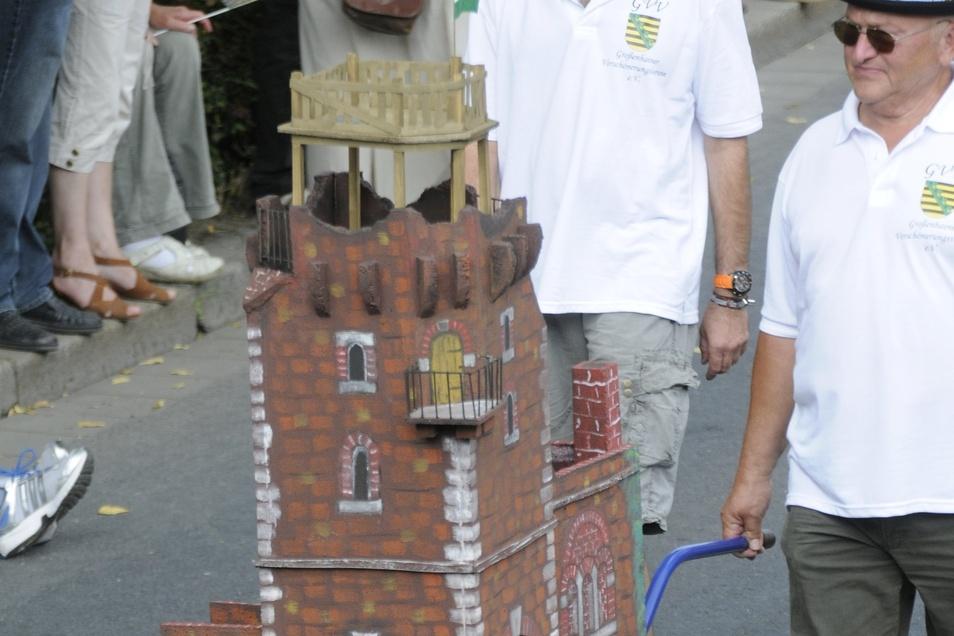 Der Verschönerungsverein zeigte, wie der Hutbergturm erweitert wurde.