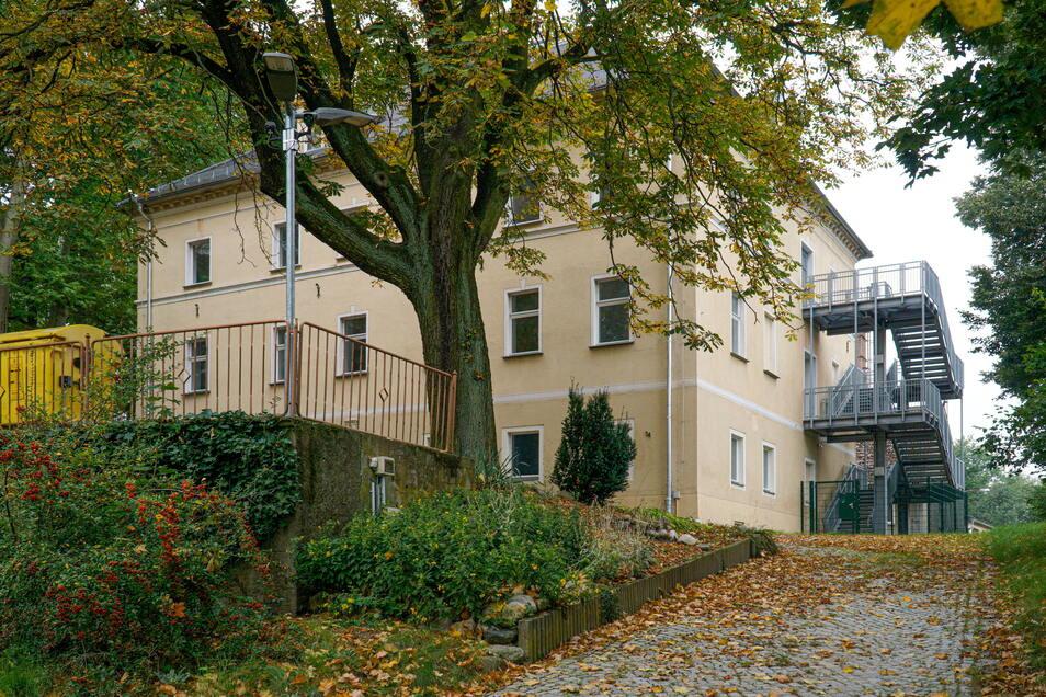Für etwa 1,5 Millionen Euro ließ der Landkreis das Döberkitzer Herrenhaus 2016 sanieren. Nun liegt es brach.