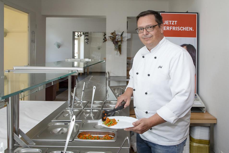 Die Kantinen-Köche sind zurück: Maik Steinert freut sich, wieder arbeiten zu können.