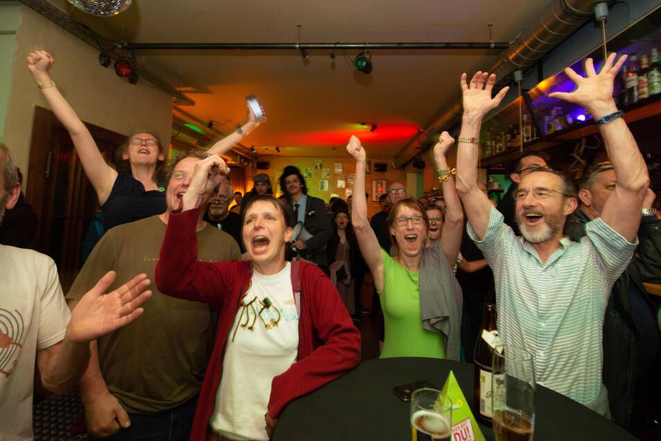 Die Dresdner Grünen feiern im Alten Wettbüro.
