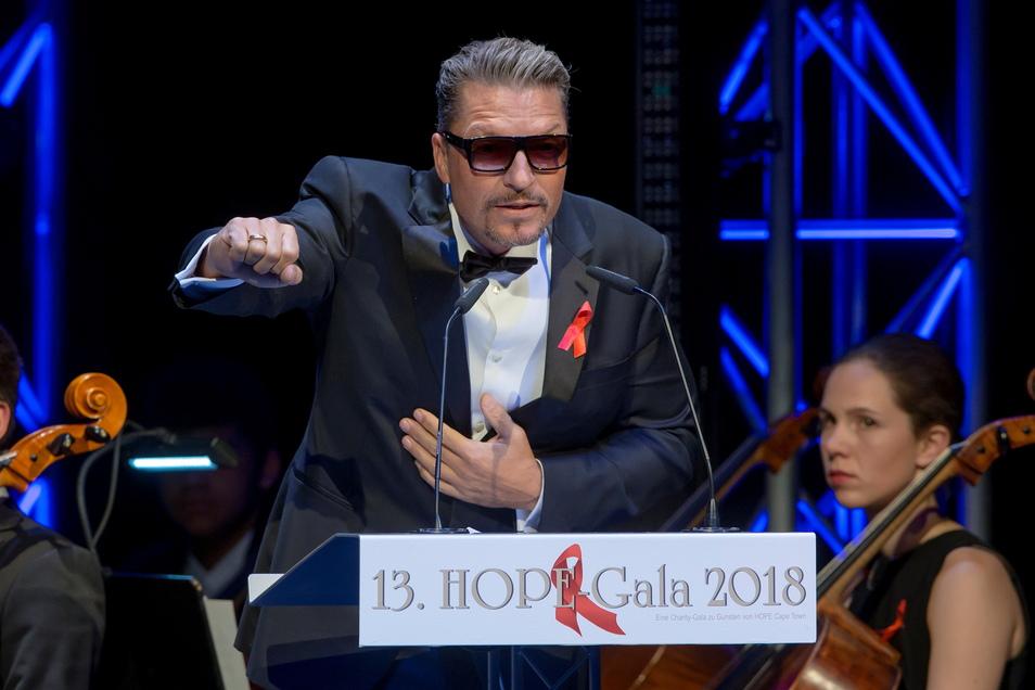 Immer mal wieder in Sachsen: Schauspieler Hardy Krüger jr. hielt 2018 die Laudatio auf den Hope-Award- Preisträger in Dresden. Jetzt hat er in Proschwitz sein Eheversprechen erneuert.