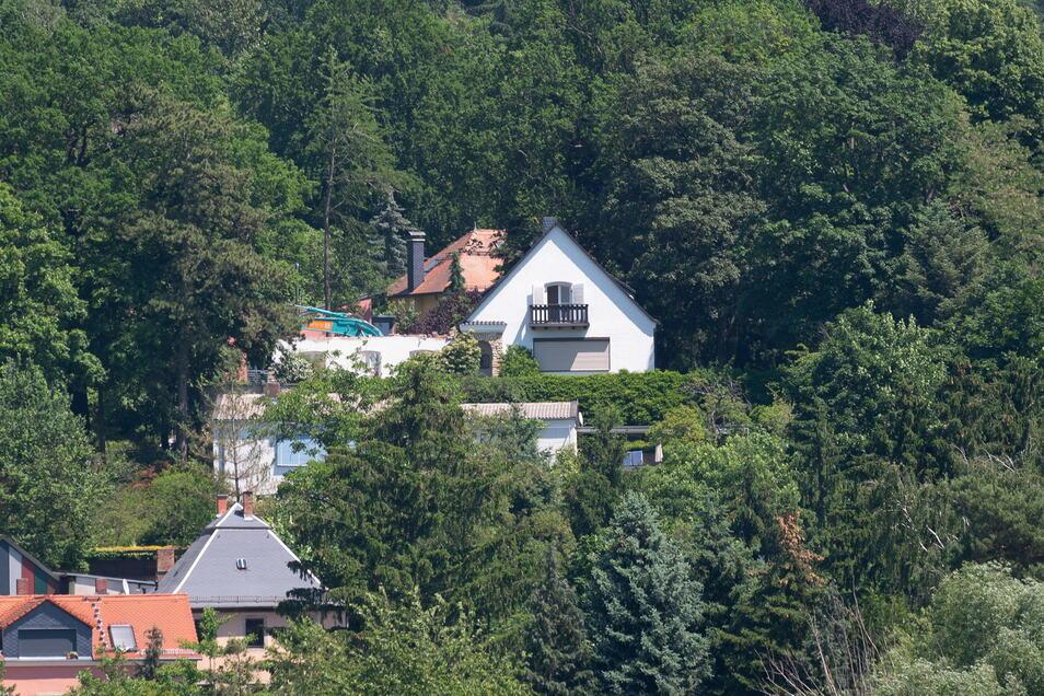 Im Juni stand das Wohnhaus in Wachwitz noch, jetzt wurde es abgerissen.