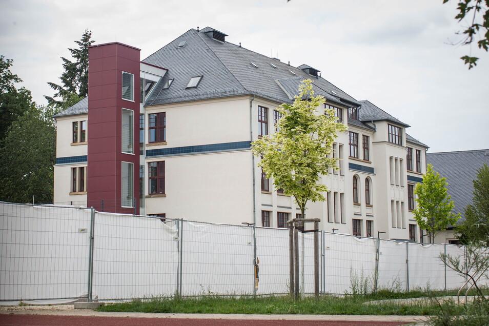 Die 35. Grundschule in Dresden wurde gesperrt. Was mit etwas losem Putz begann, wurde zum Großbauprojekt.