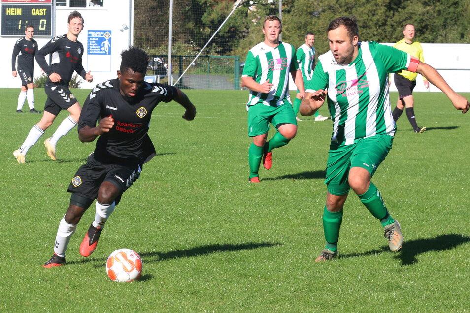 Amidu Dadi (am Ball) war von den Böhlenern nicht zu halten. Er erzielte für den Döbelner SC vier Tore.