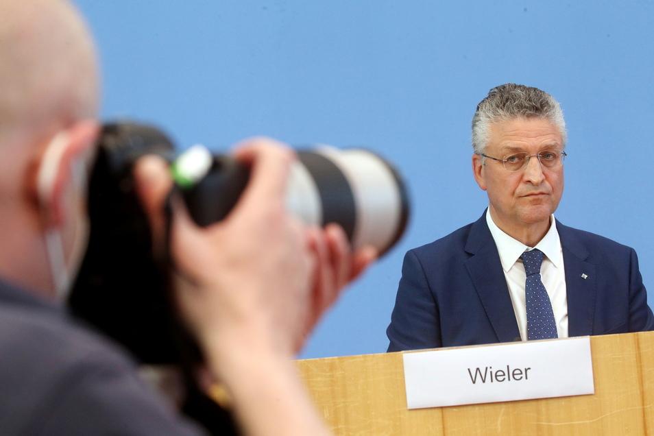 """Lothar Wieler, Präsident des Robert-Koch-Instituts, warnt vor einem """"fulminanten Verlauf"""" der vierten Welle."""