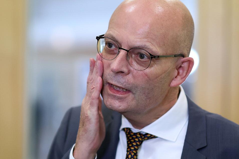 Halles Oberbürgermeister Bernd Wiegand (parteilos) nach seiner Aussage vor dem Parlamentarischen Untersuchungsausschuss des Landtag in Magdeburg.