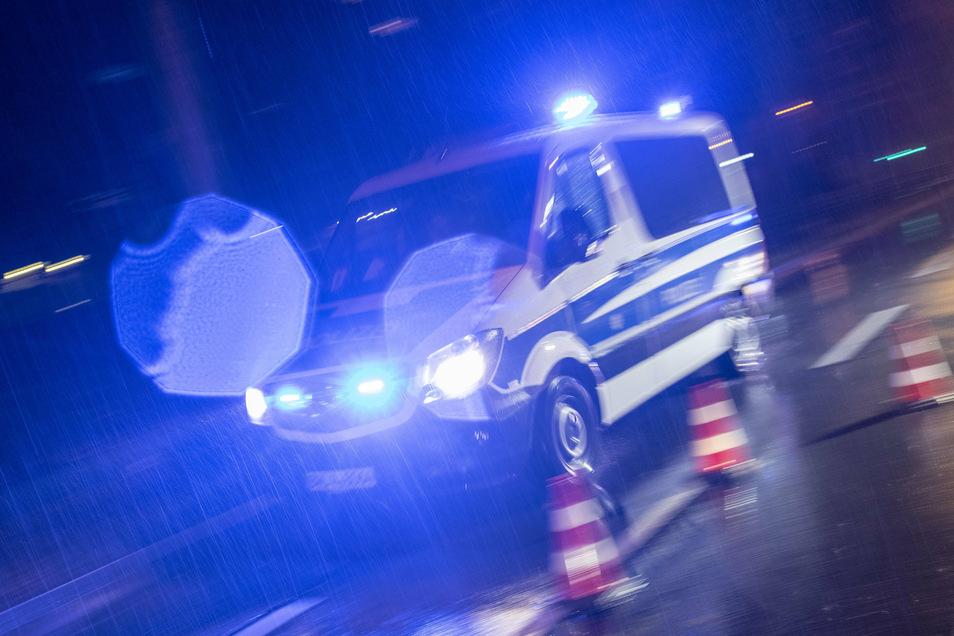 Erneut hat es auf regennasser Fahrbahn auf der A4 zwischen Berbersdorf und Siebenlehn gekracht.