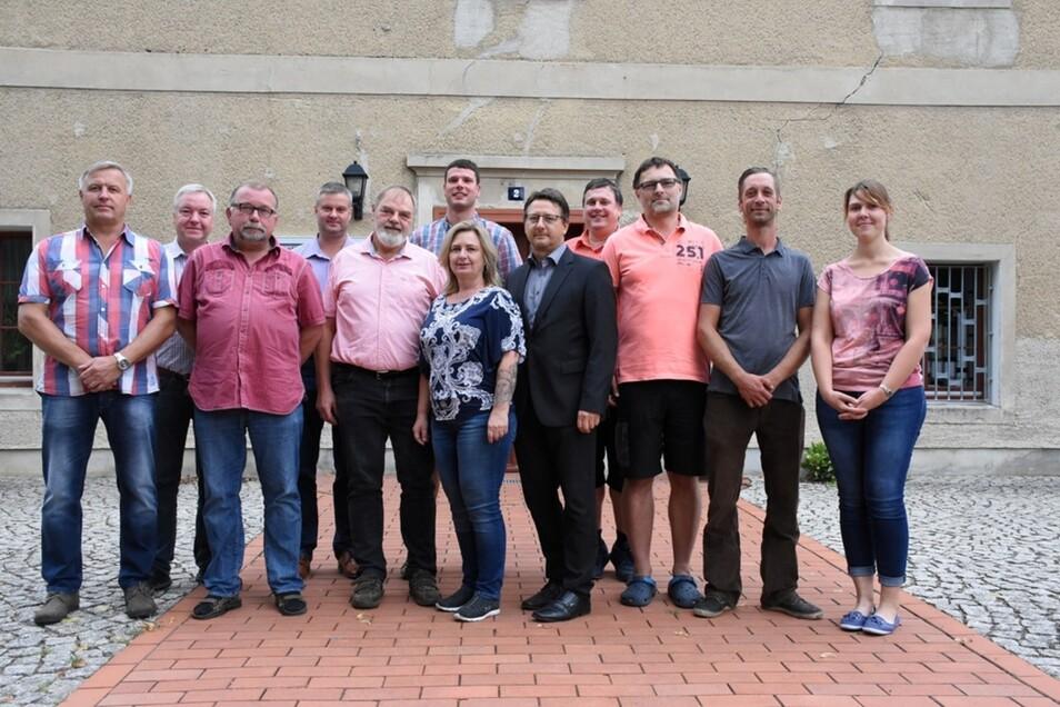 Der neue Gemeinderat von Rietschen; jedenfalls die elf Mitglieder, die zur Konstituierenden Sitzung anwesend waren (plus das Gemeindeoberhaupt).