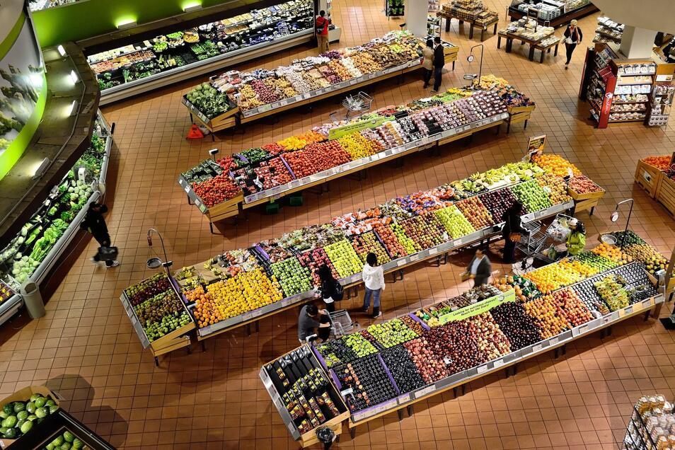 Supermärkte, aber auch viele kleine Lebensmittelhändler haben trotz der aktuellen Beschränkungen geöffnet.