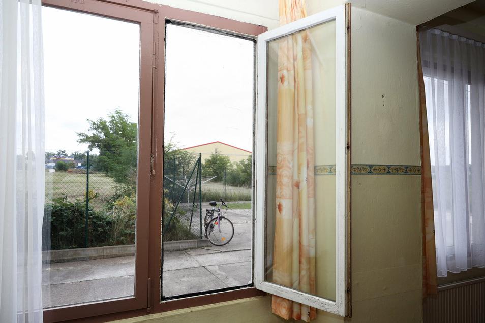 Das Fenster des Speise- und Aufenthaltsraum, das kürzlich getauscht werden musste. Generell sind viele Fenster aufgrund ihres Alters nicht mehr richtig dicht.