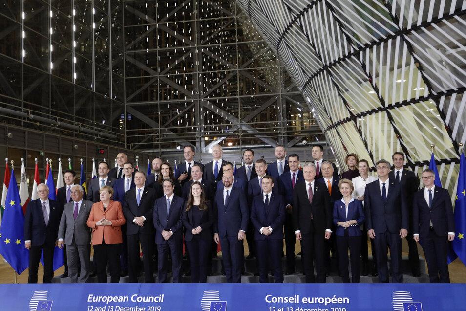 """Die Staats- und Regierungschefs posieren für ein """"Familienfoto"""" während des EU-Gipfels in Brüssel."""