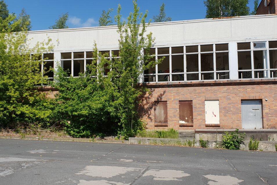 Fensterlos ist der ehemalige Speisesaal der Offiziershochschule der NVA.