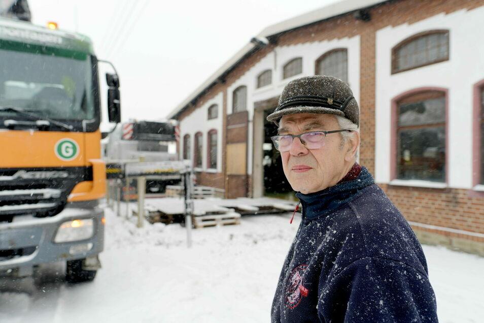 Manfred Grützmacher sieht sich um sein Lebenswerk betrogen. Sein Nachfolger hat die Großschönauer Maschinenfabrik ausgeblutet.