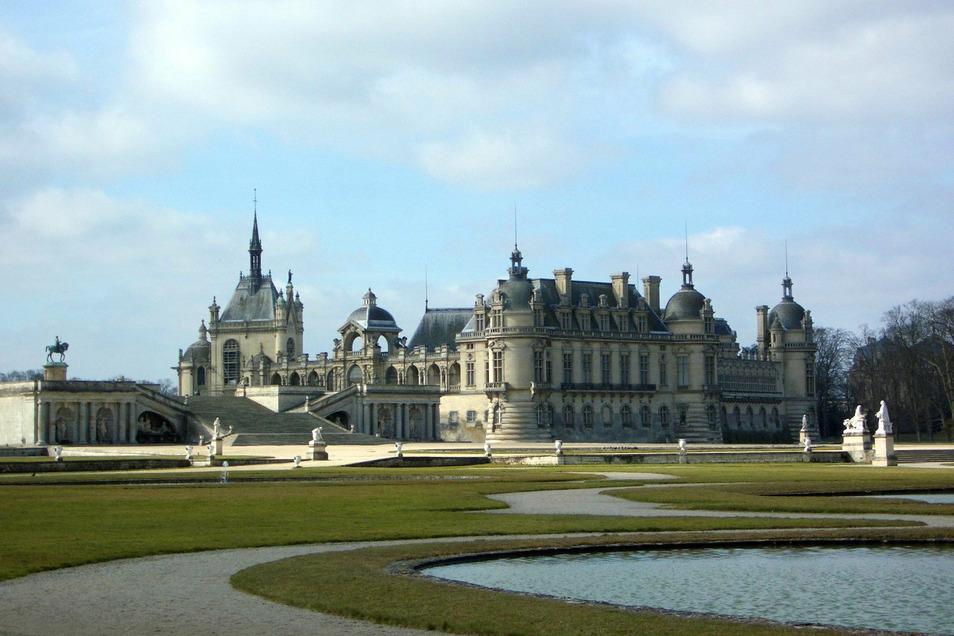 Eine Sonderschau in Schloss Chantilly bei Paris bringt Teile der Porzellansammlung August des Starken mit Stücken aus dem Nachlass des Herzogs Louis Henri de Bourbon-Condé zusammen.