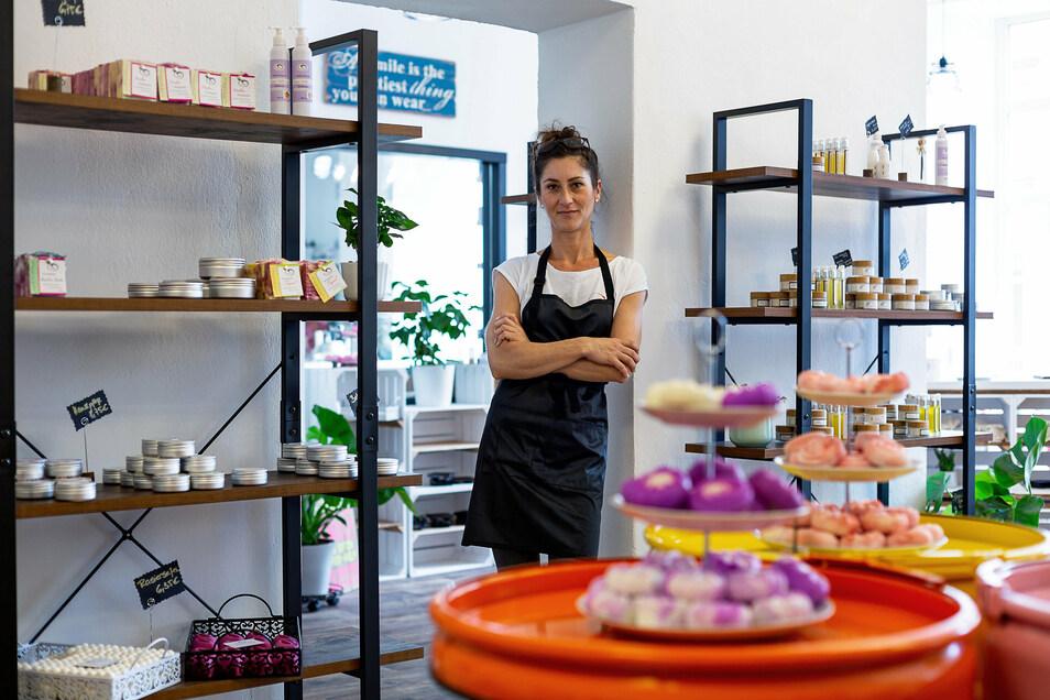 Romy Danisch hat in Freital einen Laden mit selbst gemachten Seifen eröffnet.