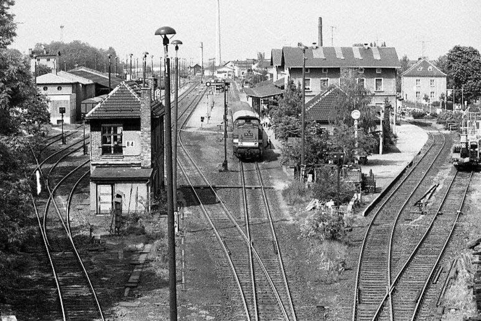 Der Kamenzer Bahnhof in den 1990er-Jahren. Damals wurden noch mehrere Strecken bedient.