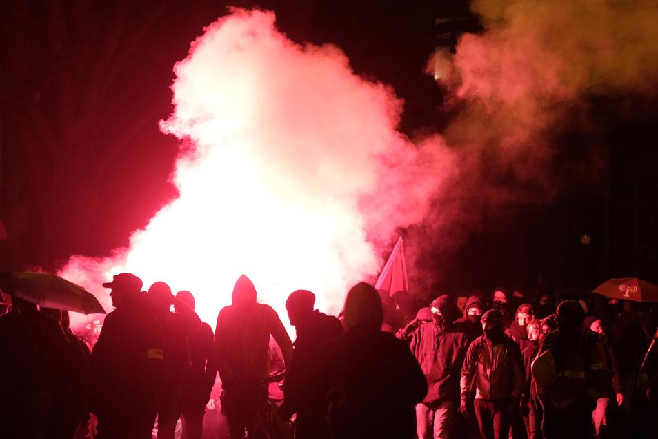 Am Samstag kam es  zu gewaltsamen Auseinandersetzungen bei einer Pro-Indymedia-Demo in Leipzig.