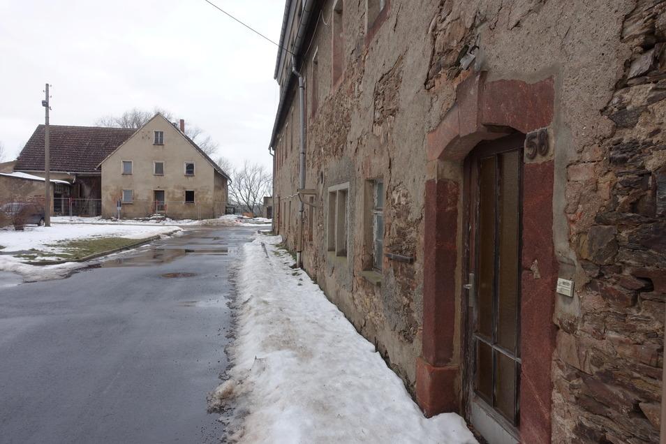Vor drei Jahren hat die Stadt das Herrenhaus und eine Neubauernstelle im Rittergut Ziegra erworben. Konkrete Pläne gibt es noch nicht.