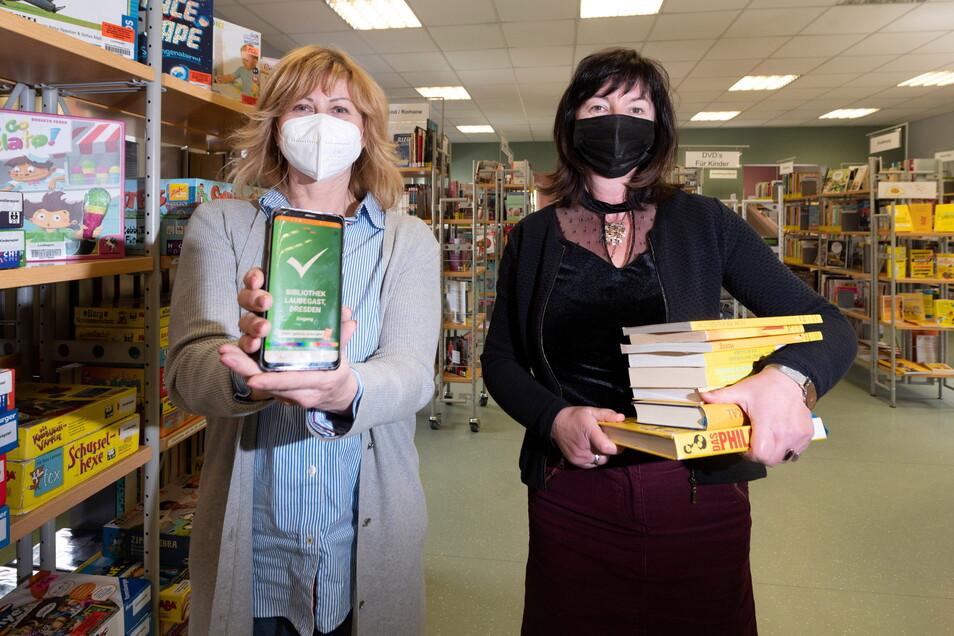 Sicher lesen: Kathleen Parma, Geschäftsführerin der Entwicklerfirma Pass4all (l.), und Iris Winkler, Leiterin der Bibliothek Laubegast verbinden die Liebe zur Literatur mit digitalen Lösungen.