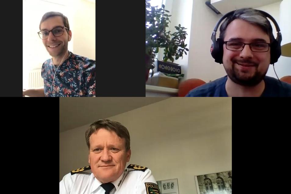 Fabian Deicke (links oben) und Andreas Szabo (rechts oben) sprechen mit Dresdens Polizeipräsidenten Jörg Kubiessa über die neuen Regeln in Zeiten von Corona.