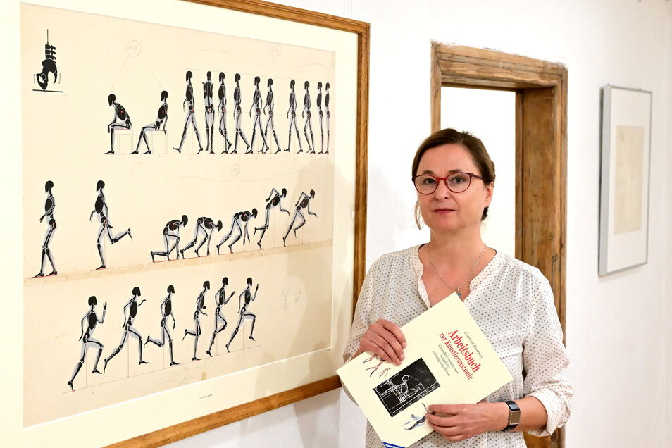 Anke Stenzel, Jahrgang 1966, ist die jüngste Tochter von Gottfried Bammes und führt durch Bildersammlung im Edelstahlwerk.