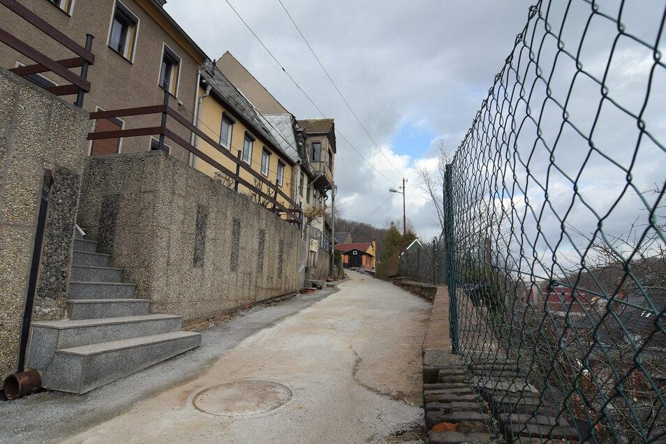 Endlich fertig: Der Straßenbau und die Stützmauersanierung zur Wunderburg haben rund 320.000 Euro gekostet.