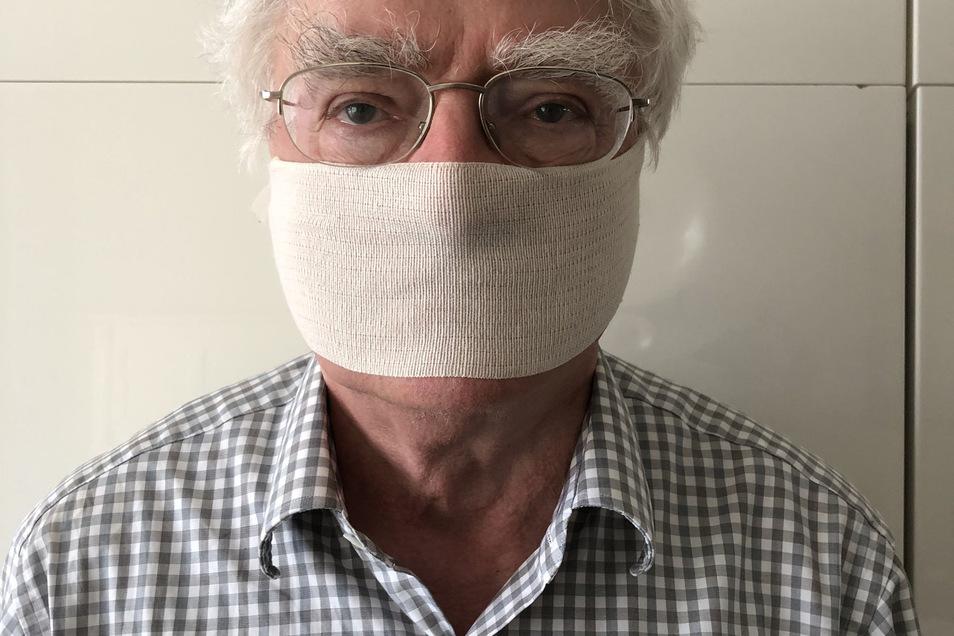 Der Kaufhaus-Investor mit Mundschutz: In seinem Blog zeigt er, wie mit eifnachen Mitteln eine Maske gebastelt werden kann.