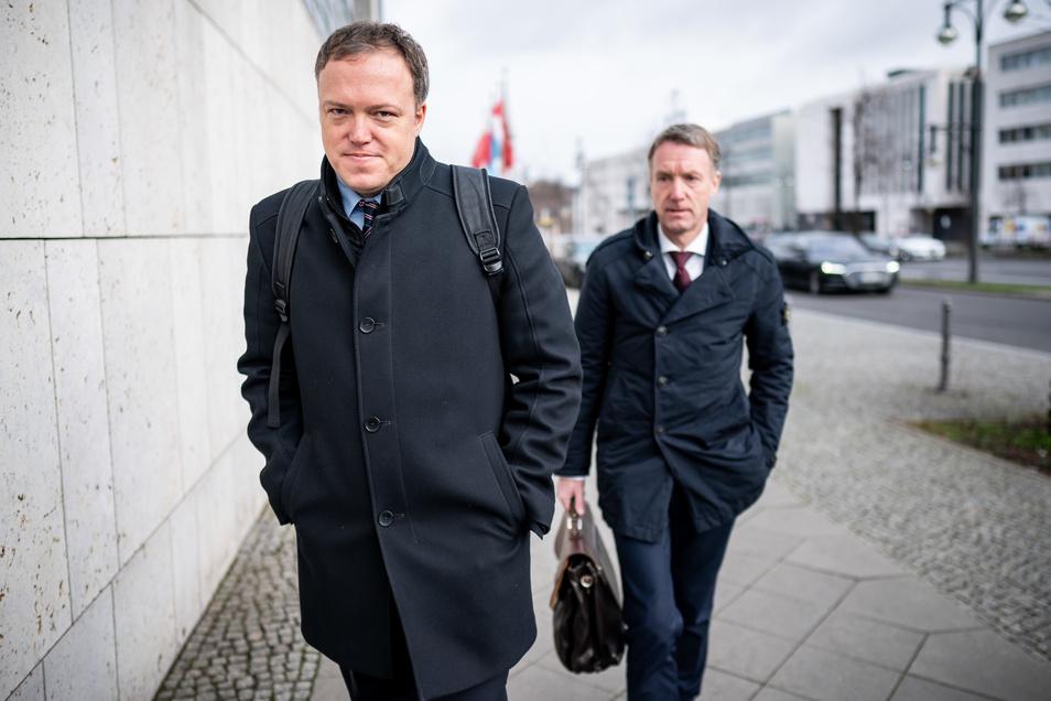 Mario Voigt (l), Stellvertretender Vorsitzender der CDU in Thüringen, und Raymond Walk, Generalsekretär der CDU in Thüringen, kommen zu den Sitzungen der CDU-Gremien am Konrad-Adenauer Haus.