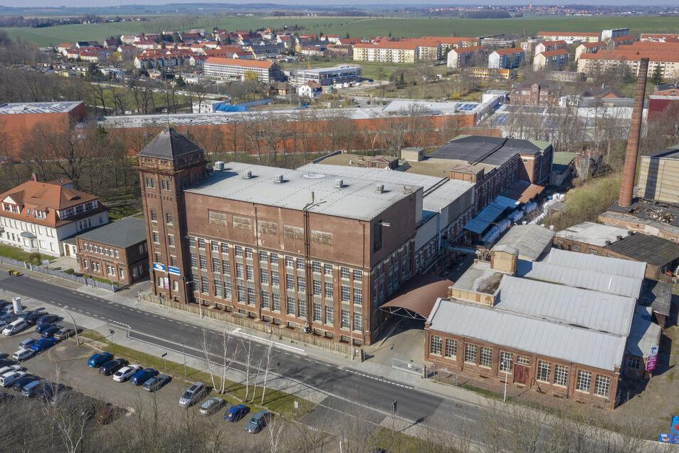 Das Riesaer Seifenwerk - von hier werden laut Unternehmen alle großen Handels- und Drogeriewarenhäuser beliefert. Im Hintergrund das Teigwarenwerk Riesa.