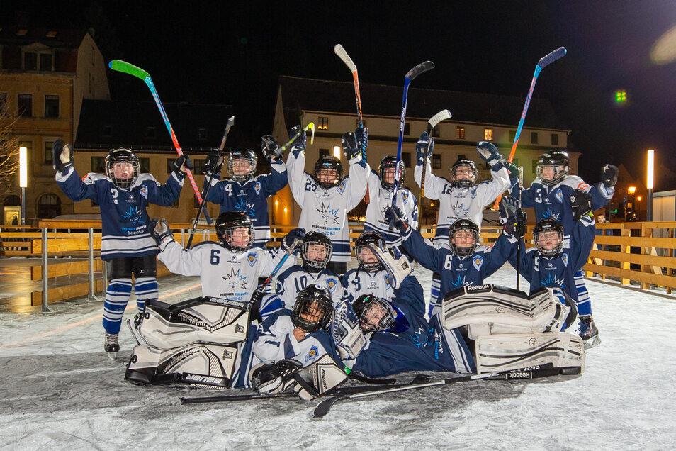 Die Dresdner Eislöwen Juniors haben die Eisbahn am Freitag mit einem Showgame eröffnet.