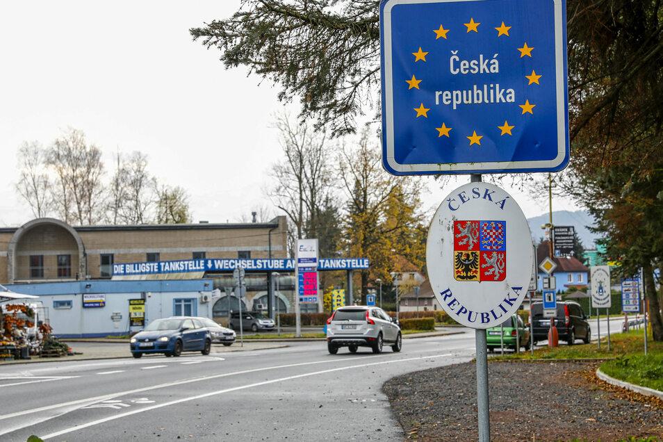 Die tschechische Grenze bei Seifhennersdorf. Zwar ist diese nicht geschlossen, doch der Übertritt ist coronabedingt nur noch unter bestimmten Voraussetzungen möglich.