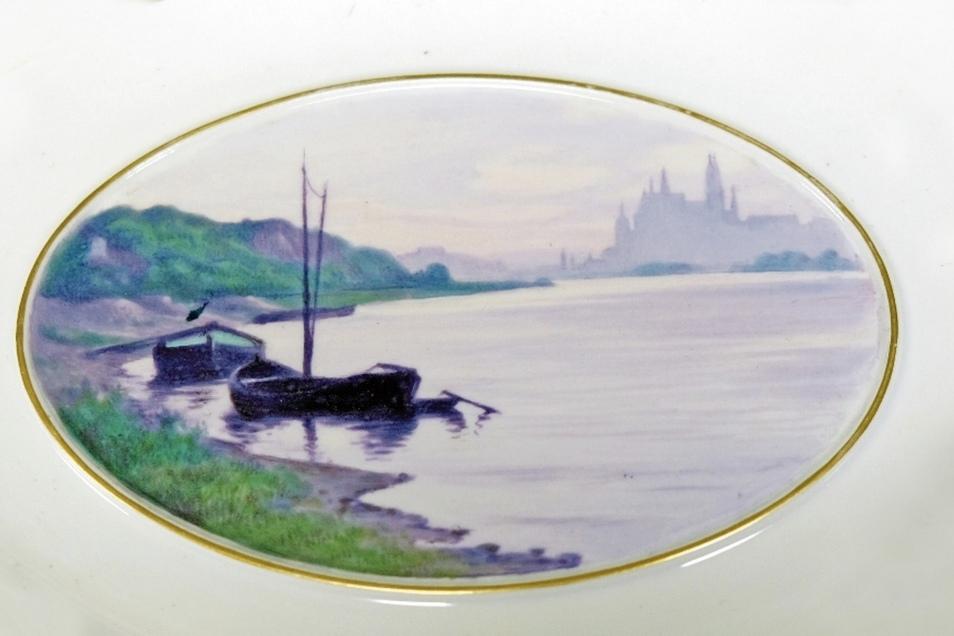 Die Elbe als künstlerisches Motiv – davon zeugt dieser Wandteller aus dem Museum der Porzellan-Manufaktur.